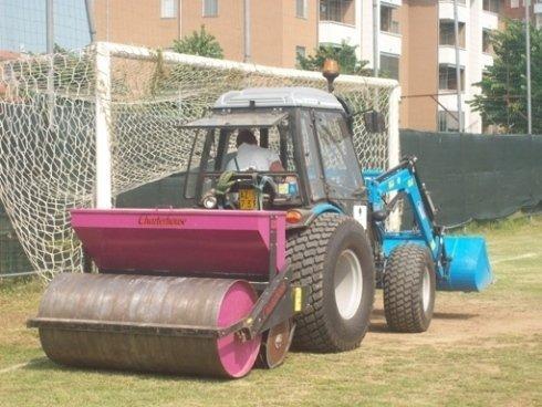 La ditta effettua anche la sistemazione di campi di calcio.