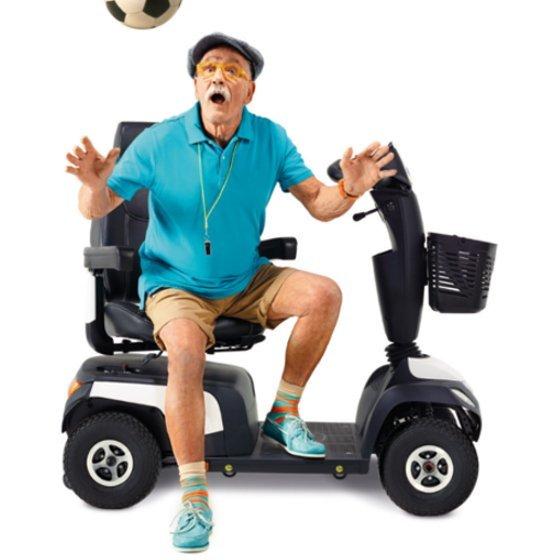 uomo sbalordito su uno scooter elettrico