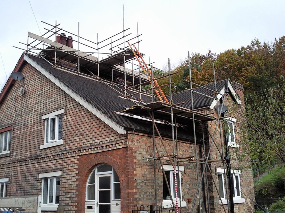 Scaffolding for roofs