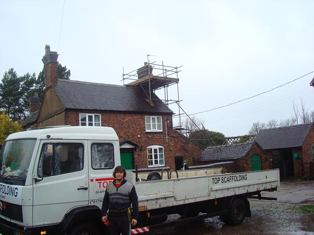 Top scaffolding vehicle