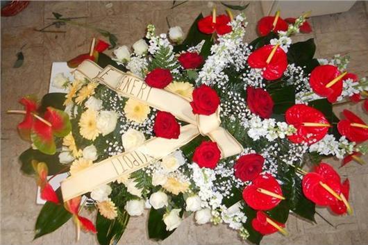 creazione floreale per funerali