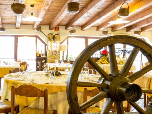 Non sai dove festeggiare la comunione di tuo figlio? Mettiti in contatto con il ristorante Alla Vecchia Fattoria.