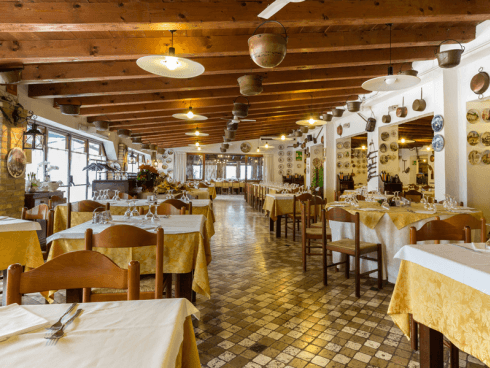 Presso il ristorante Alla Vecchia Fattoria potrai cenare ascoltando della buona musica dal vivo.