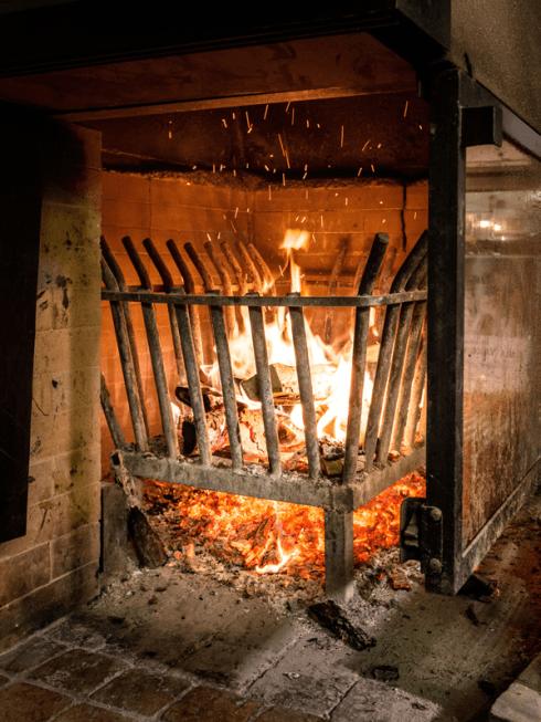 I locali rustici e il grande camino segneranno in maniera positiva il tuo pranzo o la tua cena da Alla Vecchia Fattoria.