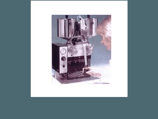 Macchina da banco per dosaggi di precisione a rapporto variabile e miscelatore statico usa getta