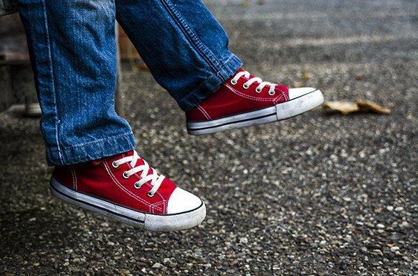 Bambino con scarpe rosse. Baef Calzature a Somma Vesuviana