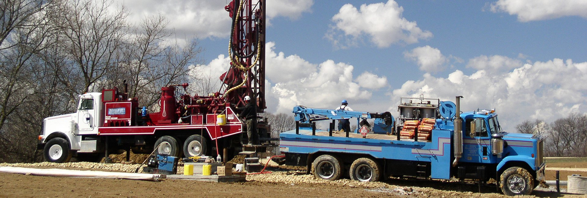Modern rotary drill rigs bore water well