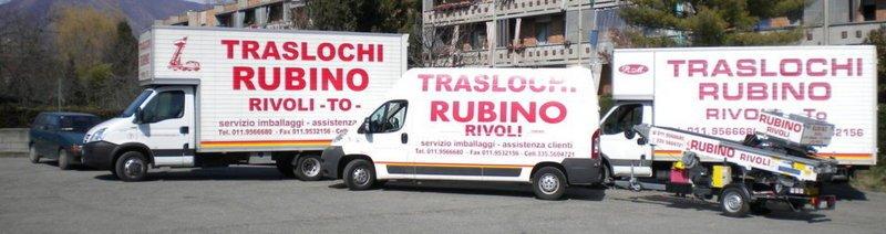camion e furgoni bianchi e una scritta Traslochi Rubino in rosso
