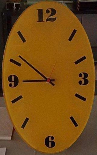orologio ovale giallo