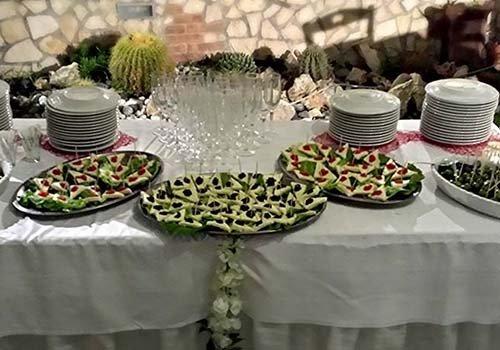 Tavola di benvenuto: aperitivi,piatti e coppe