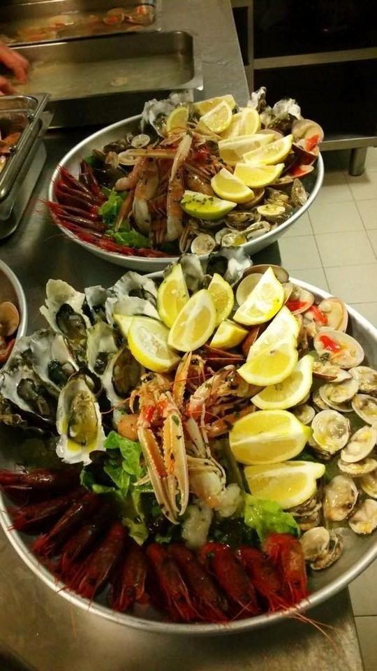 Buffet a base di carne e pesce