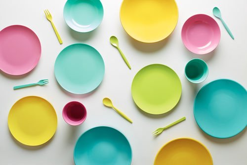 piatti e cucchiaini di plastica