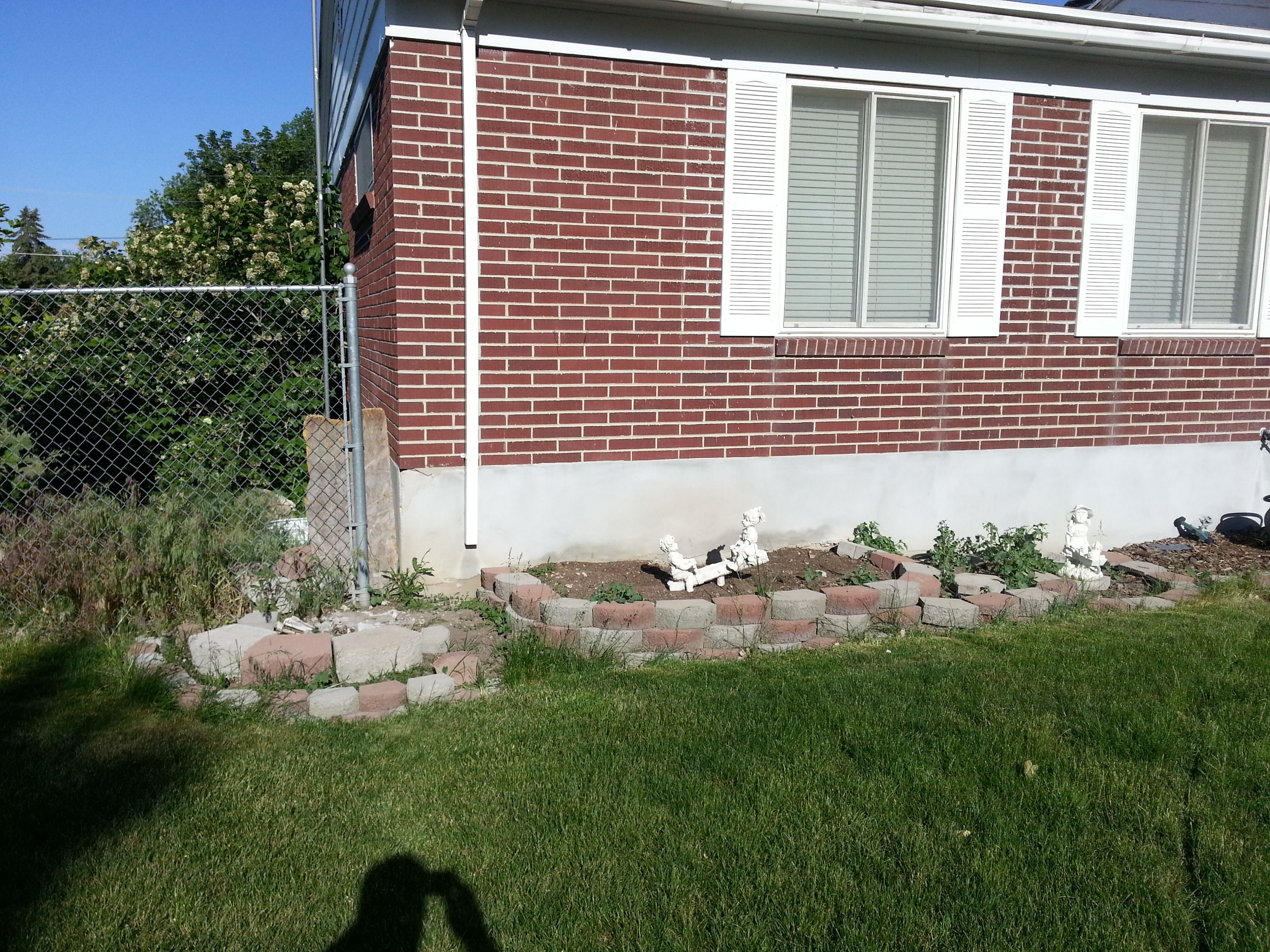Flower bed makeover (BEFORE)