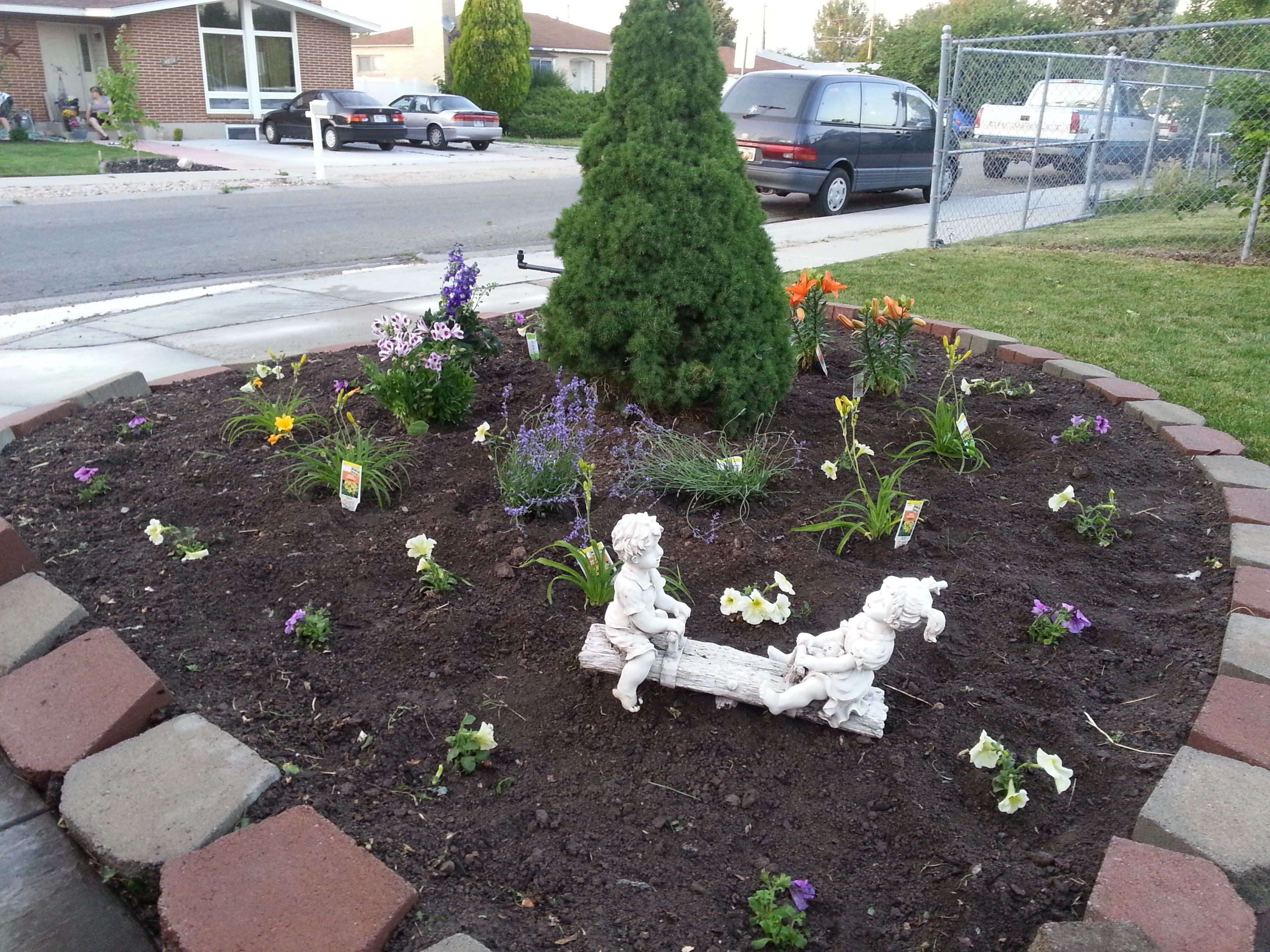 Flower bed makeover (AFTER) - added top dressing mulch and perennials