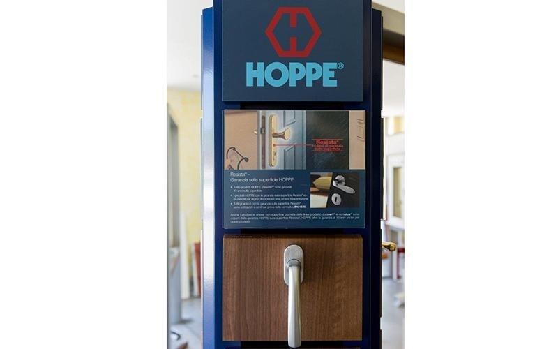 maniglia porta a marchio HOPPE