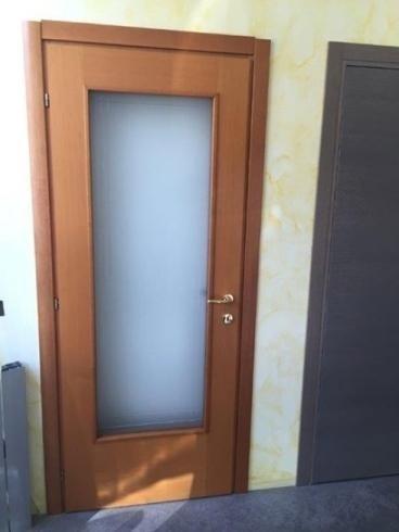 porta in legno e a vetri