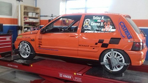 macchina da corsa arancione
