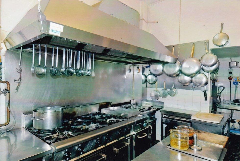 vista di una cucina tipica con utensili da cucina