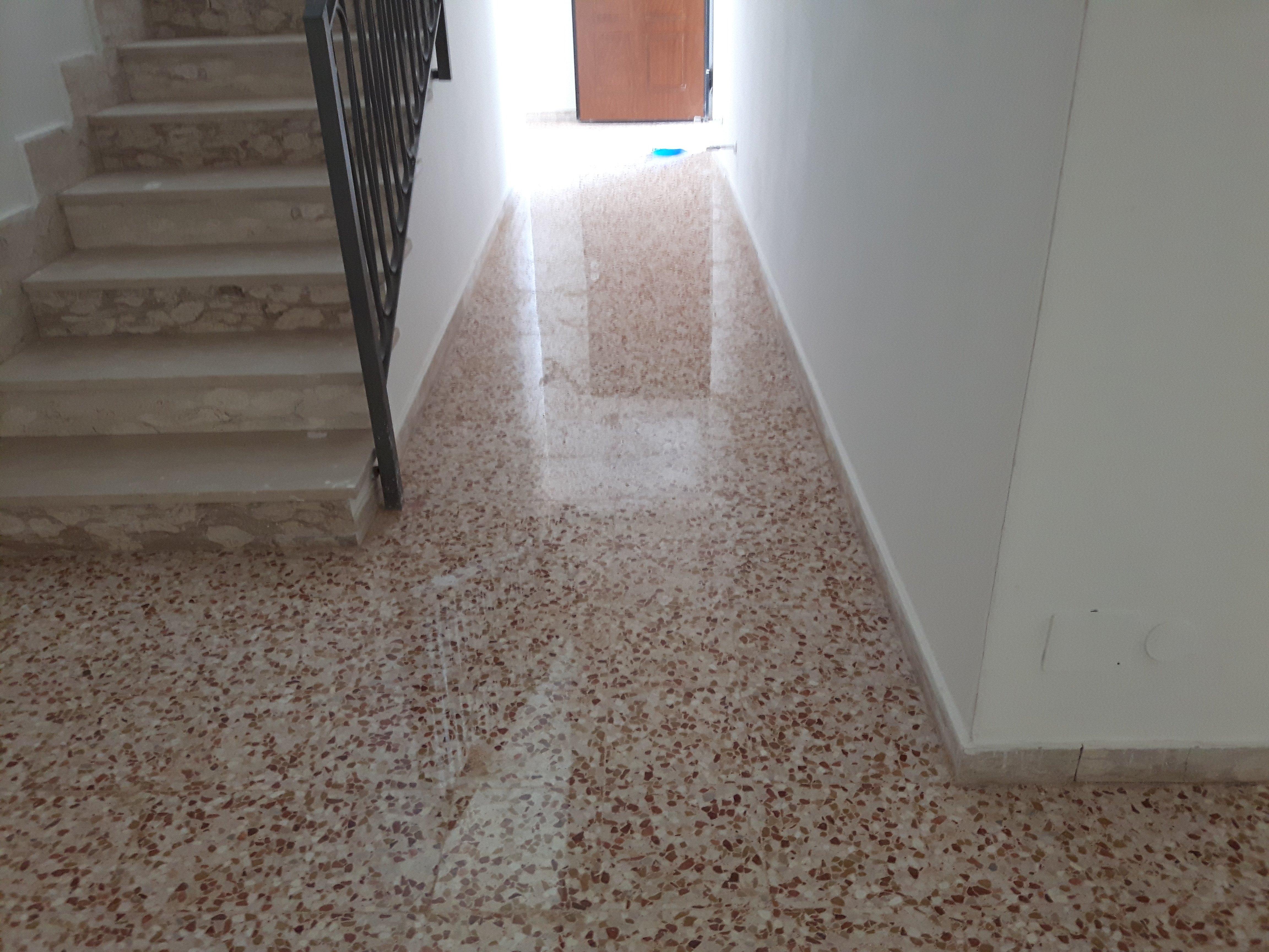 pavimento e scale in marmo