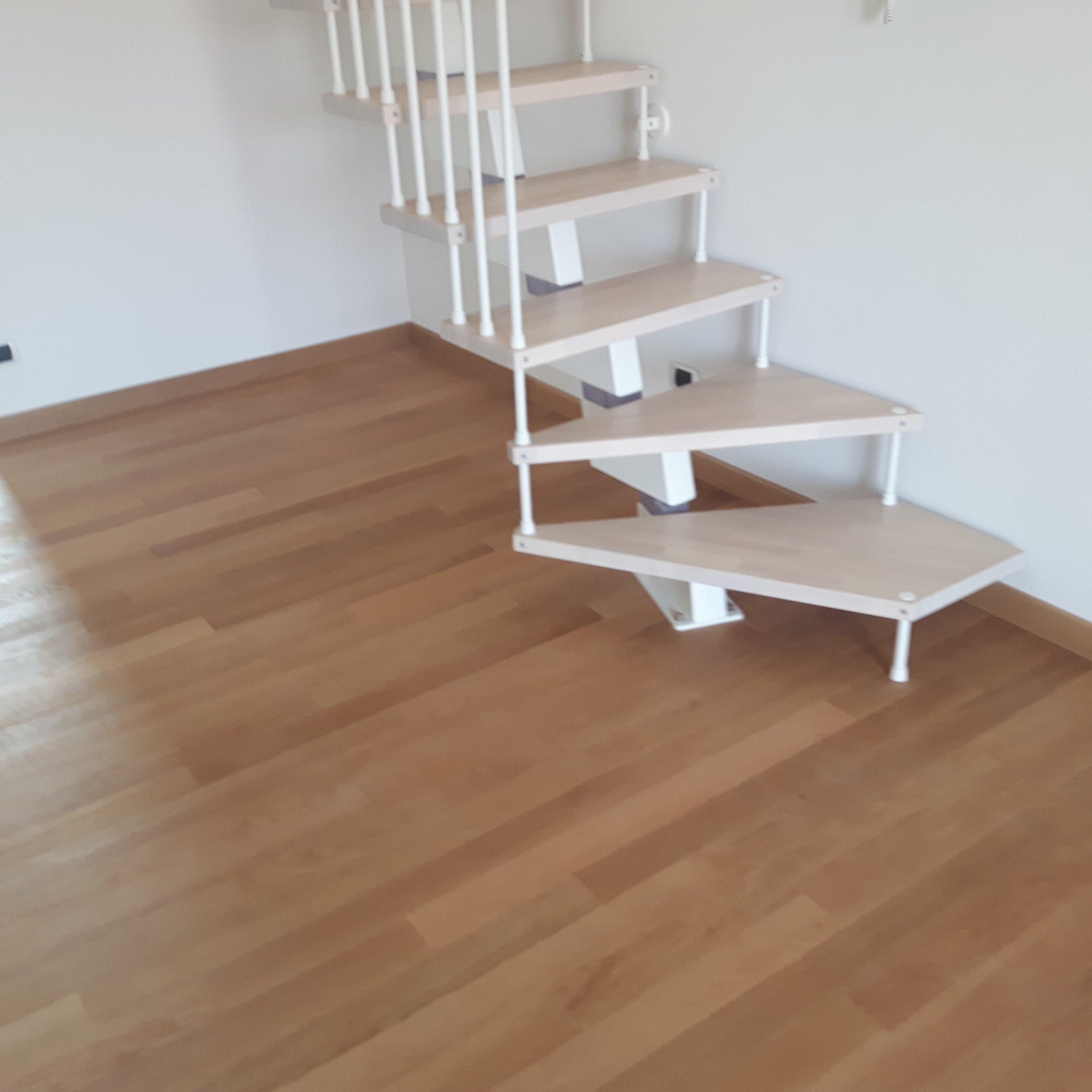parquet con scala in legno
