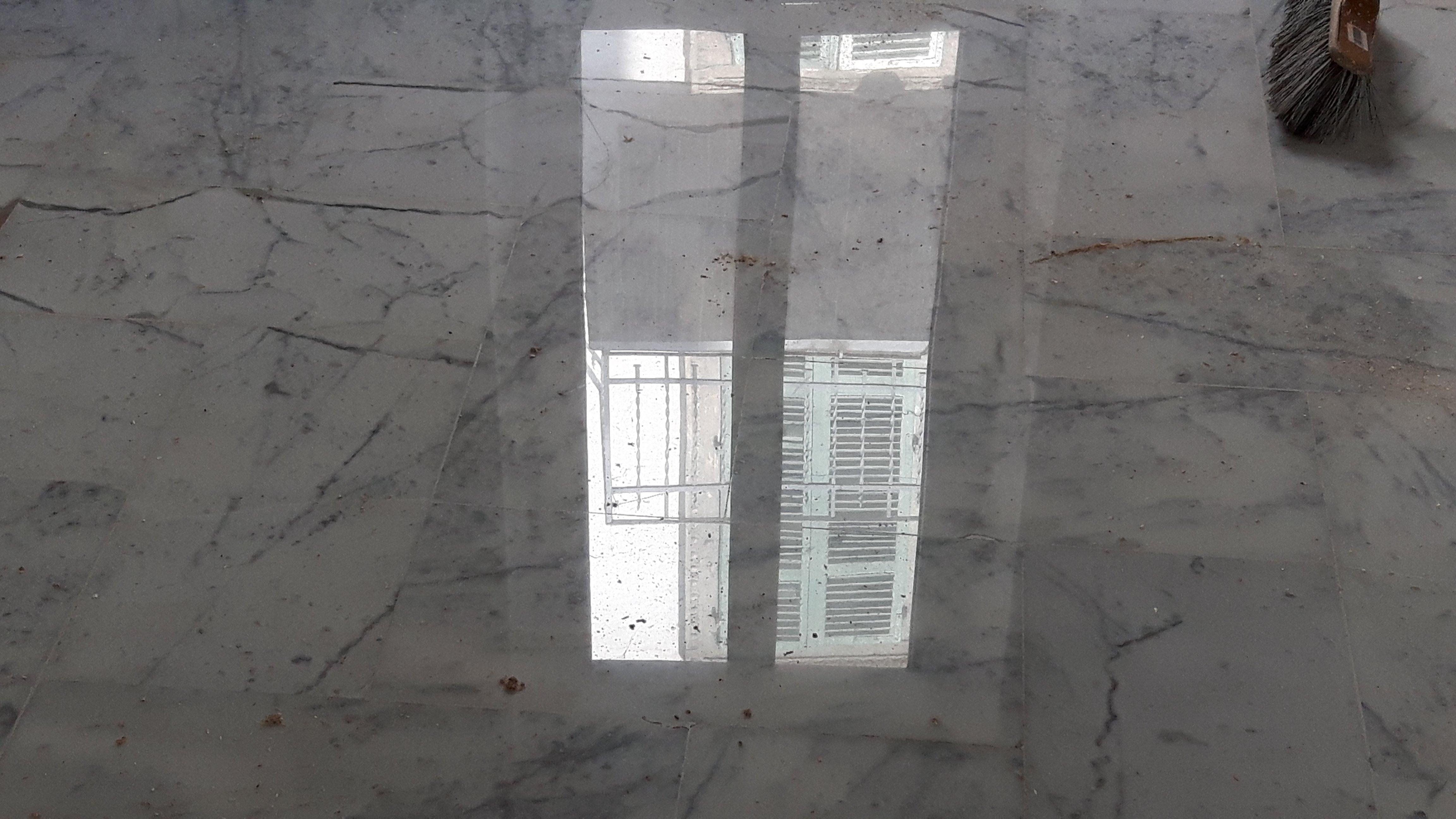 pavimento in marmo grigio