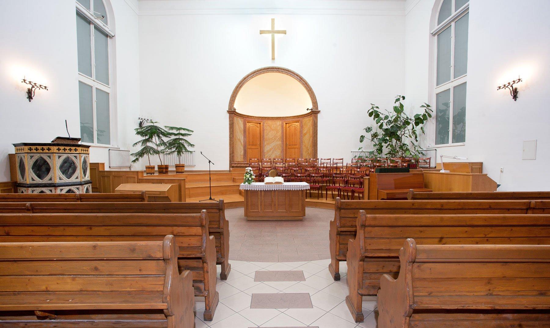 una chiesa vista dall'interno
