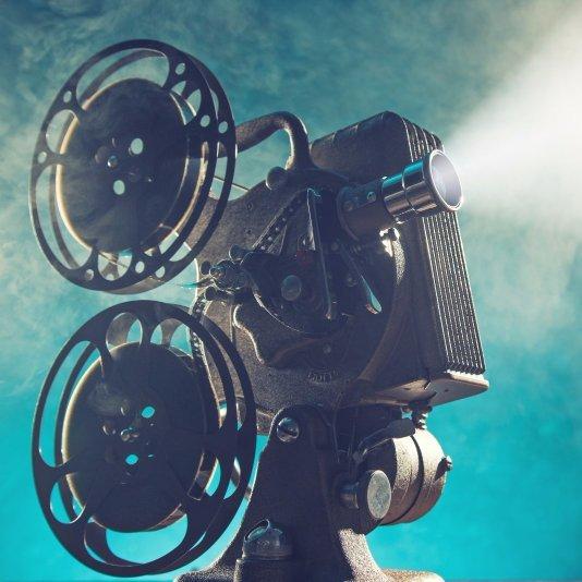 Un proiettore cinematografico a pellicola