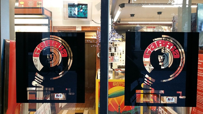 Vetrina esterna del negozio Gabbia Dischi