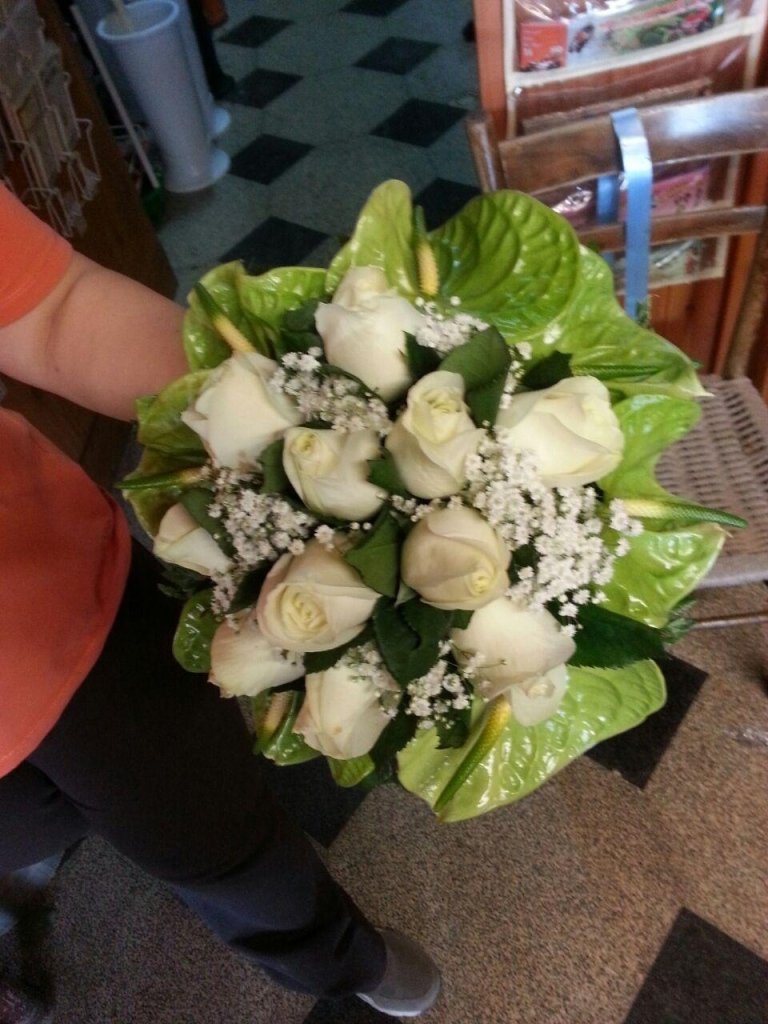bouquet sposa rose bianche e fiori bianchi