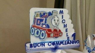 decorazione in polistirolo con treno disegnato