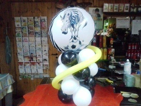 decorazione di palloncini con zebra disegnata