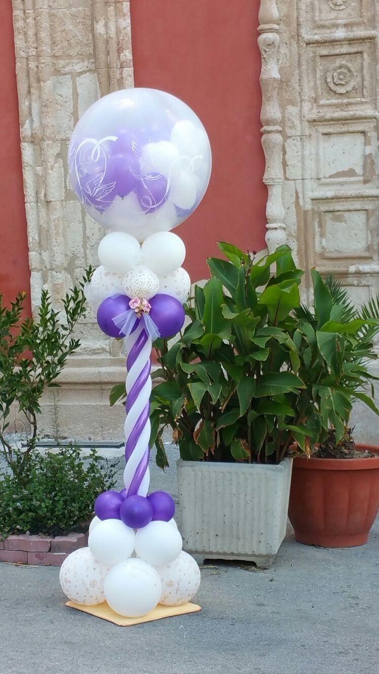 struttura di palloncini bianchi e viola