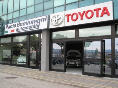 vista da fuori di Paolo Boninsegni Automobili Toyota