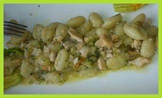 gnocchetti di patate con fiori di zucca e salmerino
