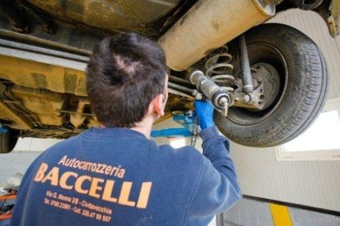 meccanico, riparazioni carrozzeria, sostituzione parabrezza