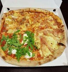 maxi pizza quattro gusti