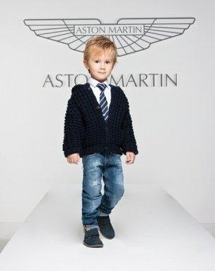Completo bimbo Aston Martin