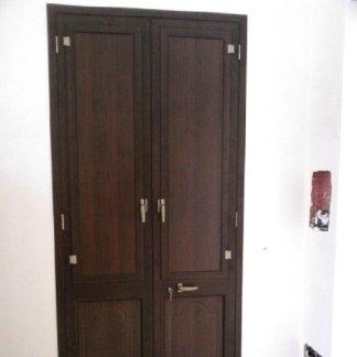 porta esterna con bugne
