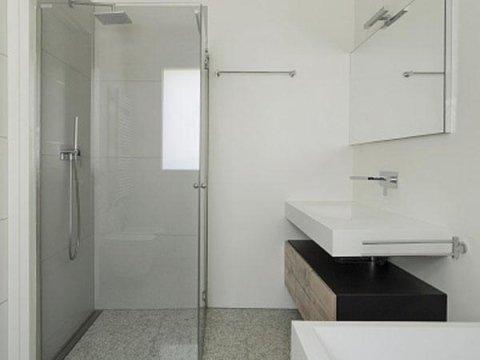 posa-scale-e-rivestimento-bagno