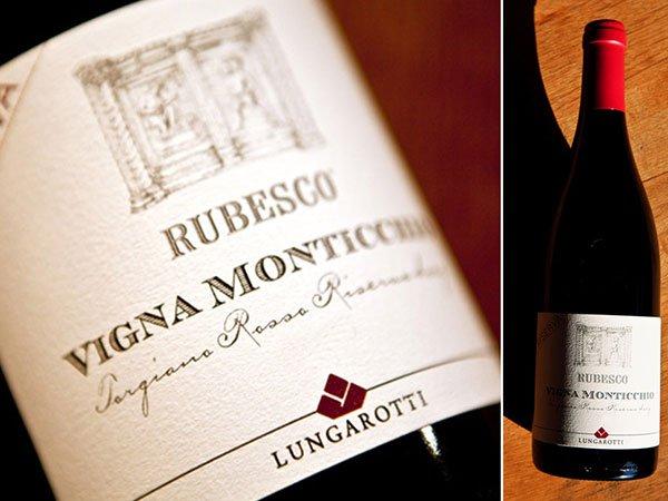 un collage di due immagini raffiguranti delle bottiglie di vino Rubesco Vigna Monticchio