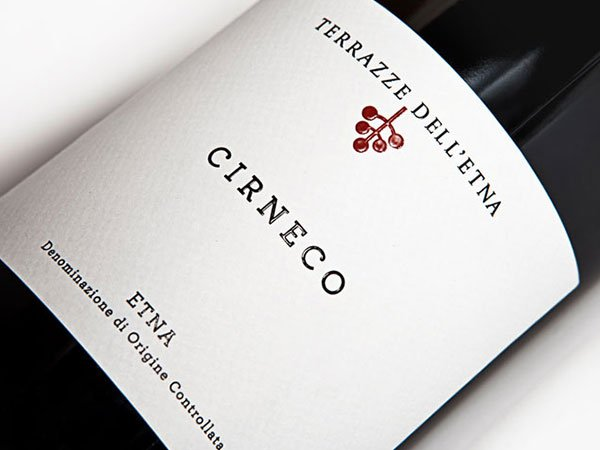etichetta di una bottiglia di vino Terrazze Dell'Etna Cirneco