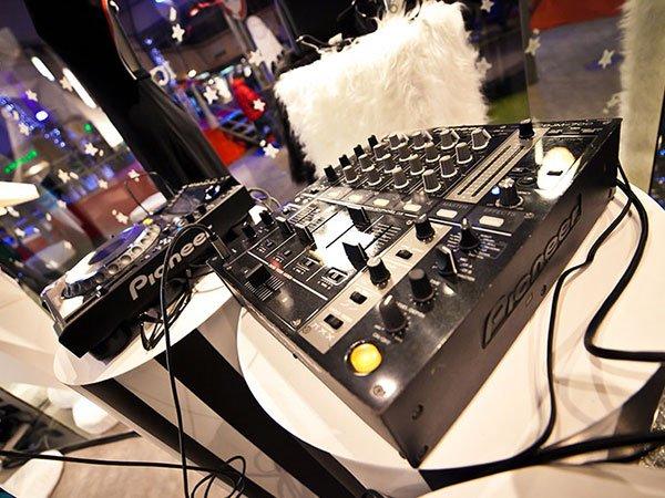 una console da DJ