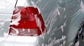 lavaggio interno di auto, lavaggio pneumatici, lavaggio portiere