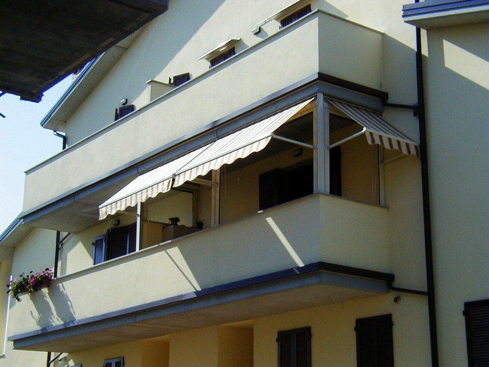 balcone con la protezione solare