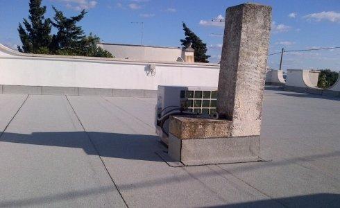 messa in opera manti impermeabili su tetti piani