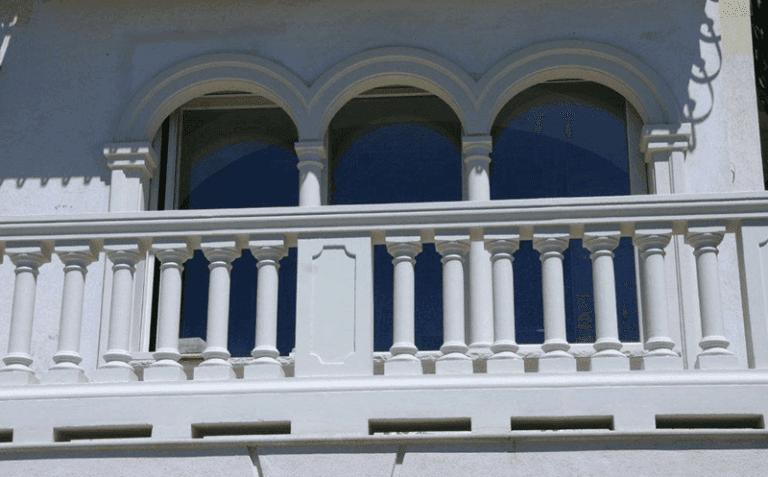 Colonne, archi e pilastrini