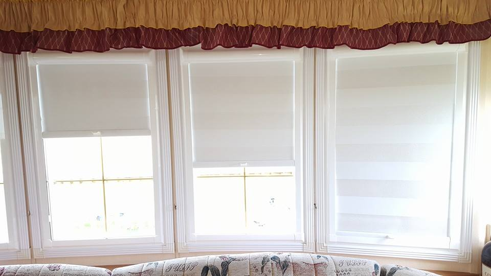 white coloured blinds