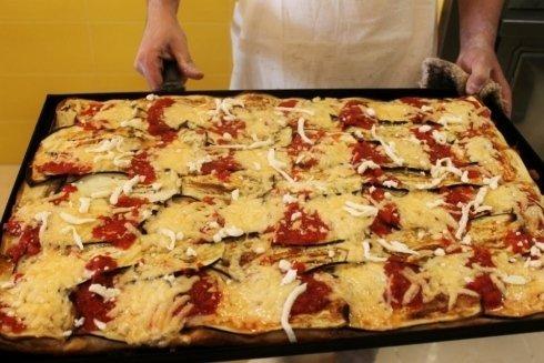 pizza con mozzarella di bufala, pizza vegetariana