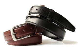 una cintura marrone e una nera