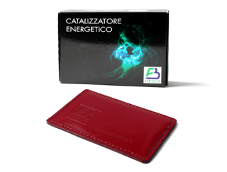 una scatola con scritto Catalizzatore Energetico e una fodera bordeaux